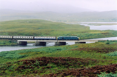 The tour crosses the low four span viaduct over a short stream between Locha Chuilinn and Loch Achanalt.