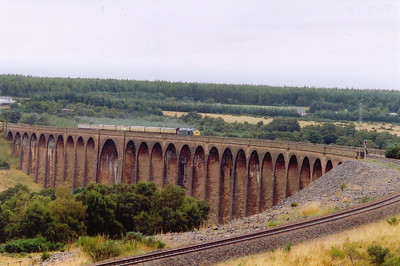 The next day and 40145 crosses Culloden Viaduct heading home to Birmingham New Street, 0948 off Inverness, 1Z40.  28/8/2005