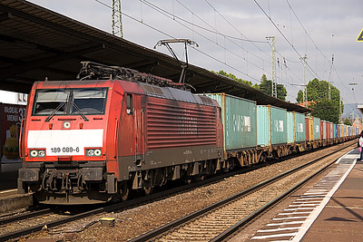 189 089 heads a lengthy train of Containers through Neuwied on 27/6/12