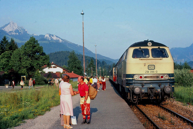 DB Class 218 Diesel Hydraulic somewhere in Bavaria with the Wendlestein mountain in the background.