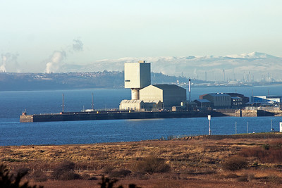 Looking roughly southwest from my spot in the field past Rosyth docks, across the Forth to Grangemouth and the hills beyond.