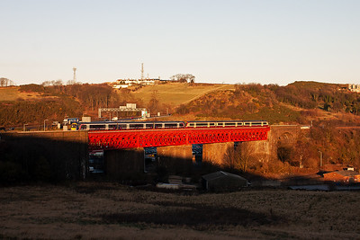 The same pairing of SPT and First Group liveried Turbostars climb over Jamestown Viaduct that went north just over ten minutes ago. I have no idea where they went.