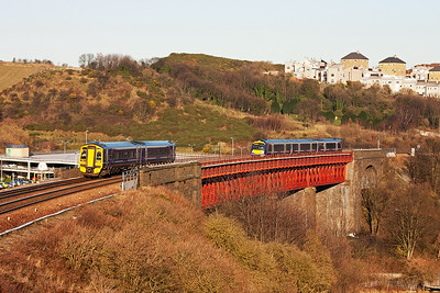 The sun is moving round and the battery is rapidly dying in the cold!! 158729 forms 2K09 1038 Edinburgh to Newcraighall via the Fife Circle outer is about to pass 170429 forming 1B18 0851 from Aberdeen to Edinburgh. Time to go home and thaw out!!