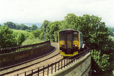 150252 comes over Charlestown Viaduct and slows for its Dunfermline stop. It is working 2G51, a class 2 local service clockwise round the Fife Circle to and from Edinburgh leaving at 1053.  17/6/1998