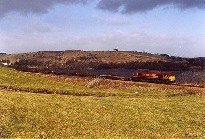 It has been a week since I last saw the empty pipe train and the view of it, this time with 66130, skirting Lindores Loch on the Newburgh branch in lovely mid morning light.  29/1/2000
