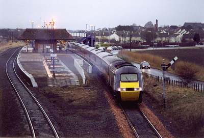 The next day the weather was terrible, dark, cold, wet and miserable, not neccessarily in that order!. 43038 pauses at Leuchars with 1E08 0755 Aberdeen to Kings Cross. The filled in bay platform was for the Fife Coast Railway.  14/2/2000