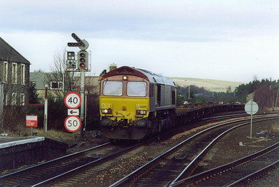 Ladybank is the junction with the Newburgh branch to Hilton Junction, Perth. 66019 comes off the branch with 6E69 ThSO 0820 Inverness to Hartlepool empty pipe carriers. This was the start of a two month period of the pipes running to Georgemas Junction.  15/1/2000