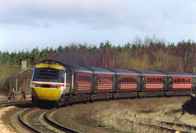 InterCity 43195 leads a Virgin HST set round the sharp curve at Ladybank. The train is 1V57 0910 Aberdeen to Plymouth.  11/3/2000
