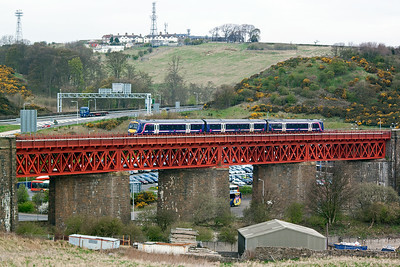 "The set crosses Jamestown Viaduct which is painted in the same colour of paint as the Forth Bridge, known as ""Forth Bridge red"". This is a test for my new camera, Canon EOS D500."