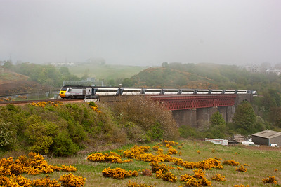 The full set passes over Jamestown Viaduct with 43302 on the back.