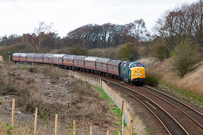 Later in the day and the tour is heading back to York as 1Z60 1544 off Aberdeen to York. Here it starts the descent of Lochmuir Bank.