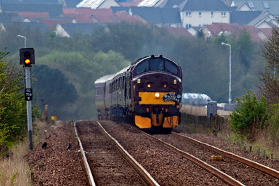 A week later and I'm back at Lumphinnans Junction to get the shot I really wanted the previous week. A long lens shot of 37685 with 37516 with the Royal Scotsman between Cowdenbeath North Junction, where the line to Kinross and Perth went north, and Lumphinnans Junction, where the Cowdenbeath cut off line and a colliery branch joined. 28/4/2014