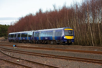 An up service from Dundee, 1L58 1534 off, to Edinburgh passes by with 170459 employed.