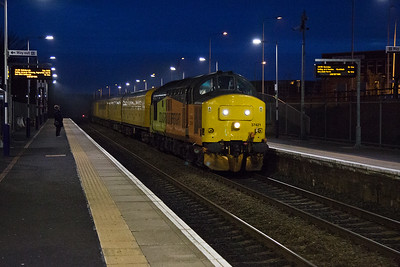 There is always a reason to be at Markinch to take photos in the dark and on this day here is that reason.    Colas liveried 37421 growls through the station with 3Z15 1029 Derby to Aberdeen.