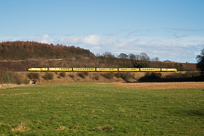 The whole bright yellow train is caught by the afternoon sun as it climbs to Lochmuir Summit at 1 in 102 1/2.