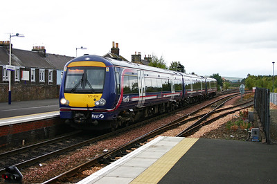 170434 runs off the Newburgh branch into Ladybank station with an Edinburgh bound train from either Inverness  or Perth.