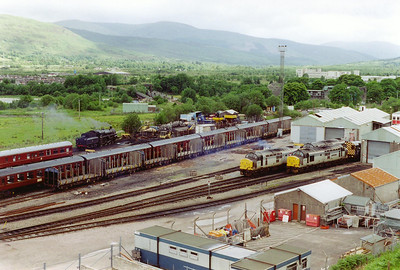 A general view of Fort William shed with 37424, 37428, 08630 and 75014 all present. The standard class 4 4-6-0 is being prepared for the day's trip to Mallaig.  27/6/1997