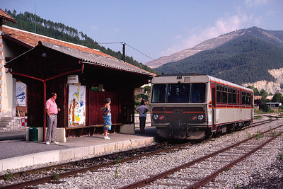 The railcar waits departure for Digne 7/9/91