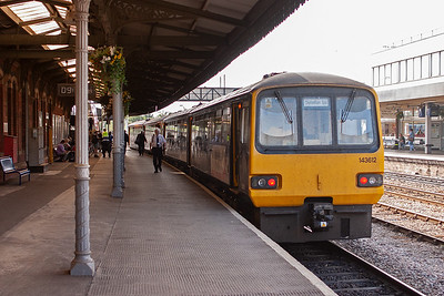 A different type of unit stands at Gloucester with a local working to Cheltenham Spa. 2G08 0935 from Gloucester is formed by 143612 and 143620.