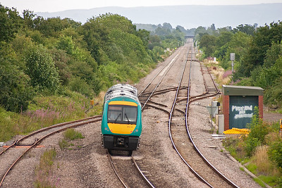 There are disused up and down loops here and disconnected crossovers. 170111 forms 1M64 1145 Cardiff to Nottingham train.