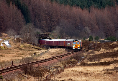 A quick drive to the famous County March summit and after a short wait 66728 and its unique train comes past the up distant board for Tyndrum Upper.