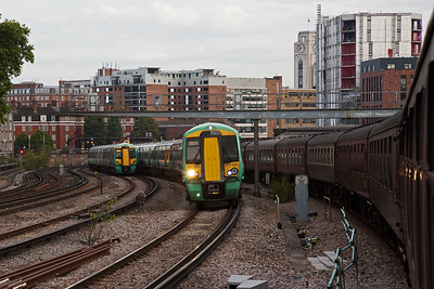 As the ECS working drops down the 1 in 64 gradient towards Victoria station, up and down service trains pass each other.  377609 and 377601 are on a down working, 2B90 0747 Victoria to Sutton as 377129 nears the end of its journey.
