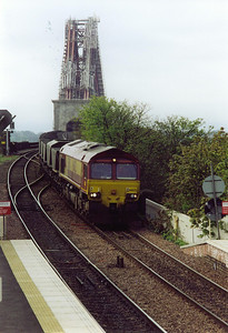 66022 comes off the bridge with a loaded rake of HAAs running as 7G62 0610 MX Ayr Falkland Yard to Longannet Power Station. This loco will appear many times in this gallery.
