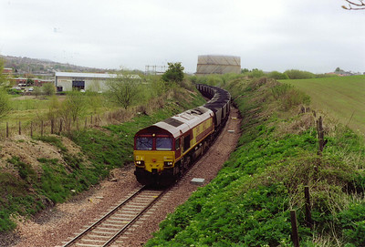66022 has run round its train at Townhill yard and is now on the Longannet branch on the west side of Dunfermline.