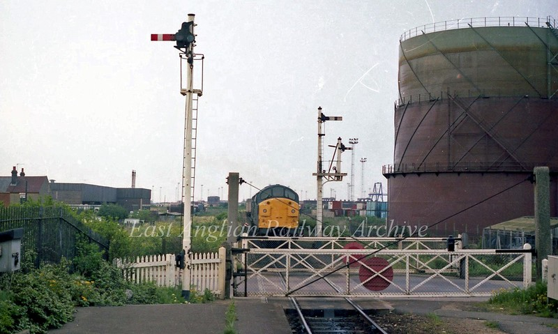 Beach Road Crossing at Felixstowe.  30th May 1984.<br /> <br /> Image with kind permission of Stuart McNae