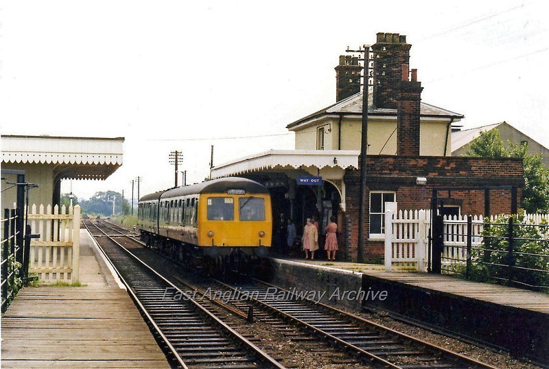The 1248 Ipswich to Lowestoft stands at Halesworth. The moveable platform section can be seen in the foreground.  29th June 1979