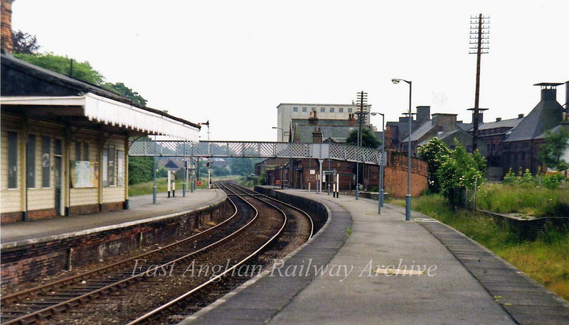 Beccles looking South.  28th June 1979. The bay platform used by Waveney Valley Line trains can be seen to the right.