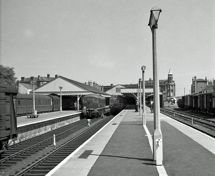 Lowestoft Central, around the early sixties.  Platform one is still in use with what looks like a Class 31, probably on a Yarmouth South Town working. A Class 24 waits in platform two with a Metro Cammel DMU at Platform three. The station has rather more protection from the elements than it has now.