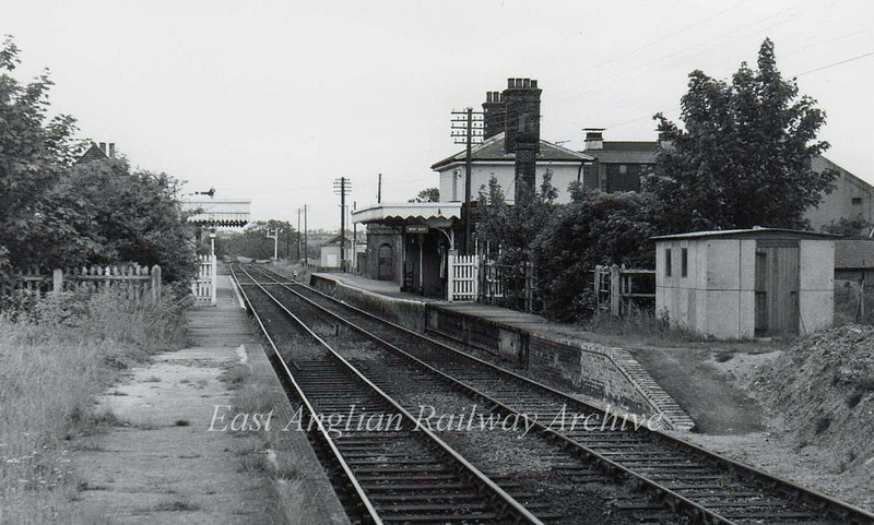 Halesworth facing Darsham on 18th June 1977. A road used to cross in the middle distance and part of the platform was pivoted to swing across the tracks to allow passage of road traffic. A new bridge was later built making the crossing redundant.