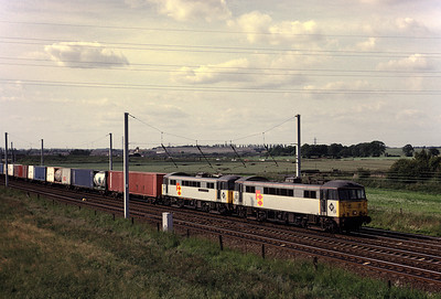 Compare teh background of this view with the same view today.   The Vulcan buildings were still present and the tree growth in the last 20 years has been enormous.  86 612 86 622 with Southbound Freightliner 18/06/92