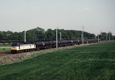 47212 Heads Northbound with tanks 27/05/92