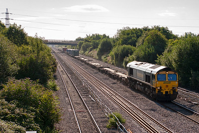 The daily Southampton to Cardiff Wentloog freightliner is usually very lightly loaded. This day is no different and 66537 has an easy job with its train 4O50, 0500 from Southampton.