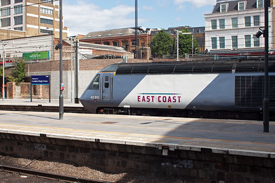 HST powercar 43310 stands at the country end of London Kings Cross station. Its next duty is not known. 19/8/2013