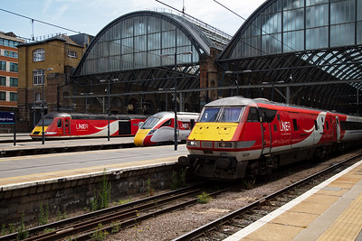 I have about 20 - 30 minutes before my train north so I head for the far end of platform 10 at Kings Cross to take in the traction. Three generations of ECML trains wait their departure times.  L-R 43302 with 1W20 1400 Kings Cross to Aberdeen (my train), Azuma 800109 with 1D20 1533 Kings Cross to Leeds and DVT 82209 leading 1S19 1330 Kings Cross to Edinburgh.  24/7/2019