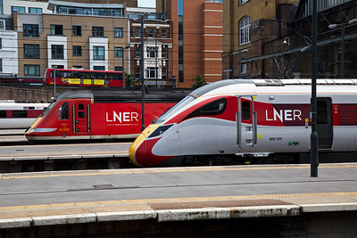 A contrast in front end design between the class 43 HST powercar and the class 800 Azuma.  43302 and 800109 pose for the camera.