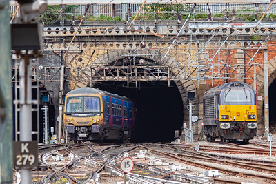 Class 365 EMU 365528 dives into Gas Works Tunnel and below the Regents Canal which runs directly above the tunnel and is the reason for the steep descent. Nearby is St Pancras station which passes over the canal. 365528 forms 1T14 1345 Kings Cross to Kings Lynn service.