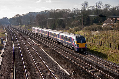 The sun is coming round fast as the morning wears on. A down service speeds by with 180109 working a 1D15 0852 Paddington to Oxford. Oh how I wish it was a class 50.
