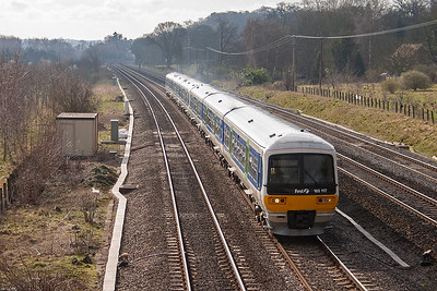 Another down working to Oxford is formed by DMU's 165117 and 165107. This pair are on the down slow and their service is 2N19 0833 Paddington to Oxford.