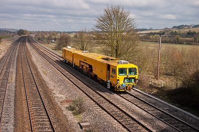 A piece of On Track Plant trundles along the up relief. 73112 is a Plasser and Theurer 09-3X-D-RT tamper and liner.