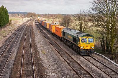 A well loaded freightliner, powered by 66574, heads towards London with 4O14 0435 MX Garston to Southampton. The train will bear right at Reading West Junction for Basingstoke and onto Southampton.