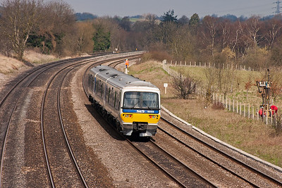 165105 heads west on the down relief with 2N26 1003 Paddington to Oxford.