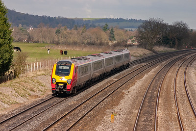 An unknown class 221 Super Voyager shoots past on the down main with 1S61 0946 Bournemouth to Edinburgh.