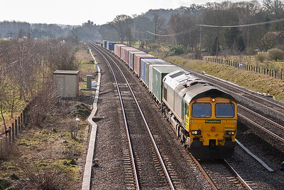 This section of the GWML sees a great deal of freight workings each day, the largest number are operated by Freightliner. 66504 comes by on the down relief with 4M50 0725 Southampton to Hams Hall freightliner service.