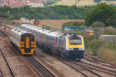 158968 passes 43140 with 43025 on the rear. Their trains are 1F18 1222 Portsmouth Harbour to Cardiff and 1L68 1455 Cardiff to Paddington.