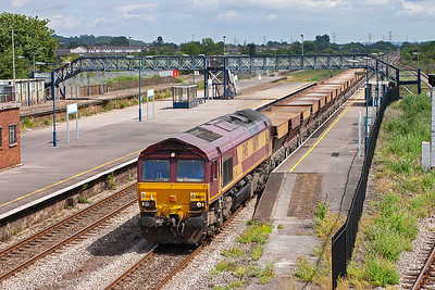 A patch of sunlight breaks just at the right time for 66174 and its rake of 33 empty HGA hoppers heading for Newport's East Usk Yard. It started at Hayes at 1029 and runs as 6C23 TThO.