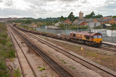 6M17 is the daily 1639 Newport ADJ to Wembley enterprise working. 66125 fronts a lightly loaded working consisting of 14 FCA container flats and 4 foreign wagons at the rear.